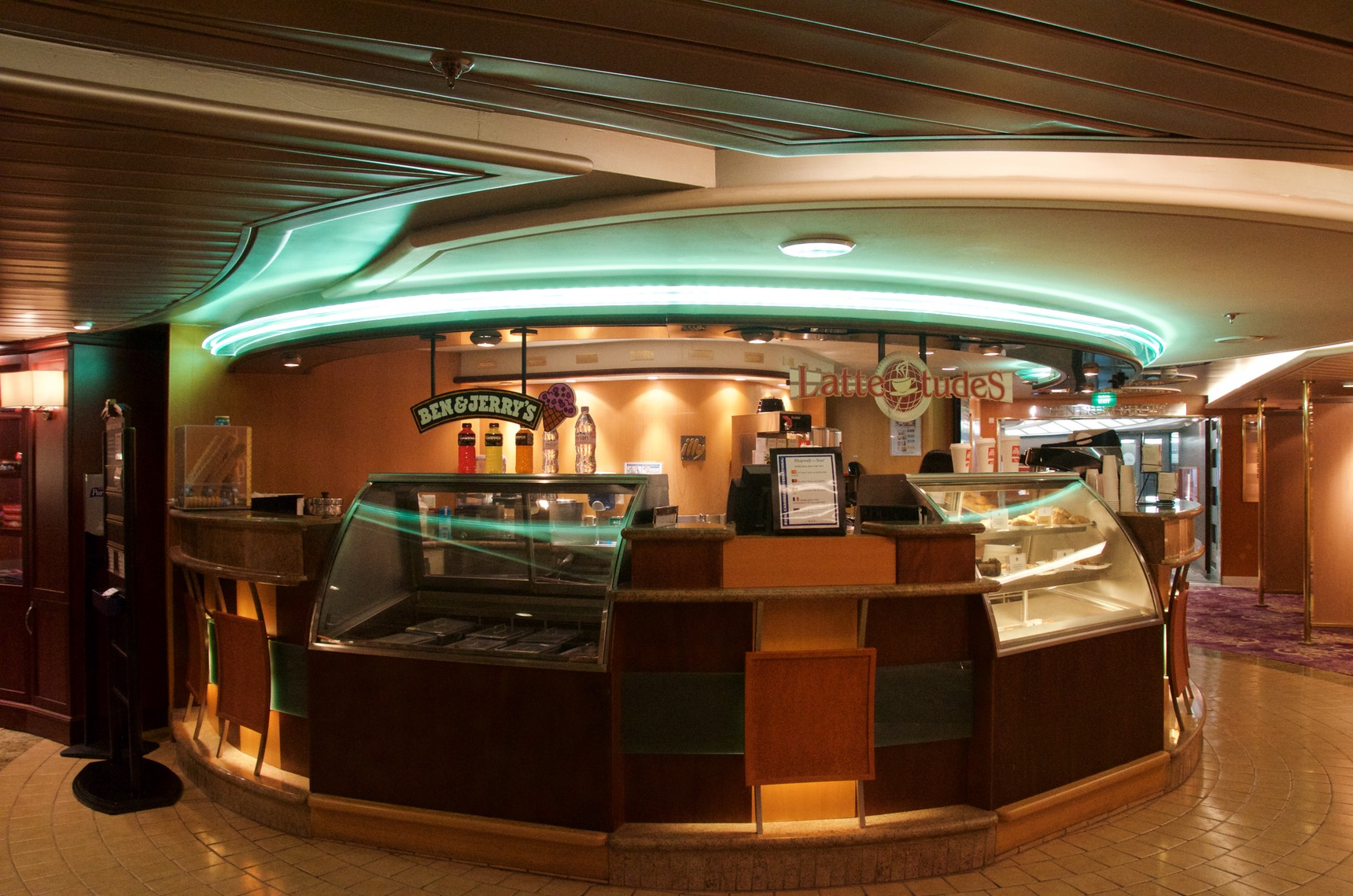 Latte tudes coffee bar for Affitti cabina sole valle